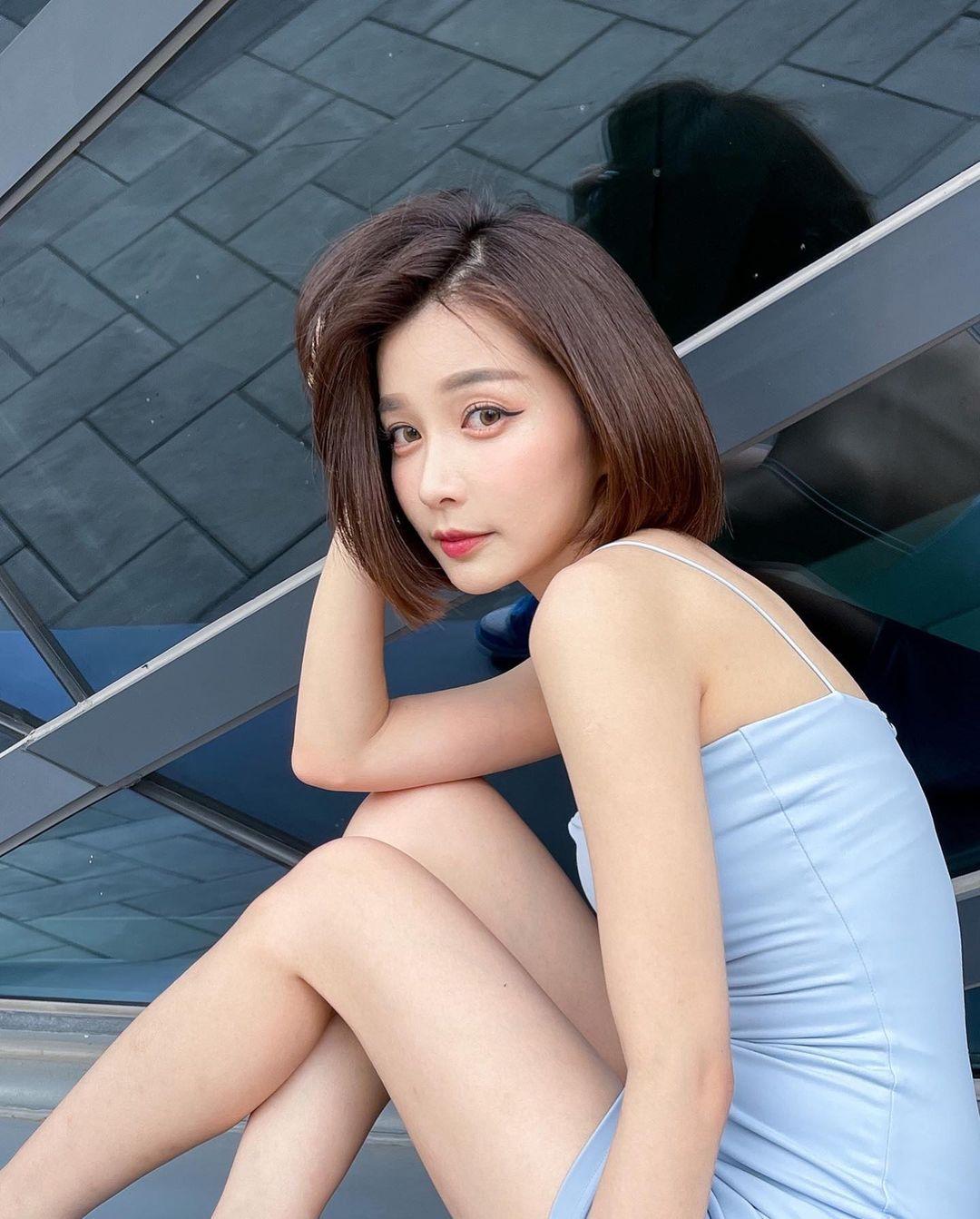 清新短发正妹「彤羽」外拍气质好迷人,甜美脸蛋下身材看点啊!