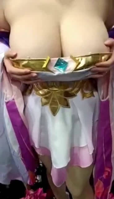 这特么是义乳吧