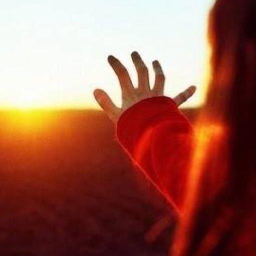 做个睿智的女人,学会从容面对生活,积极面对生活。生活定会如你所愿,如同明早,太阳依旧会如时升起。。。