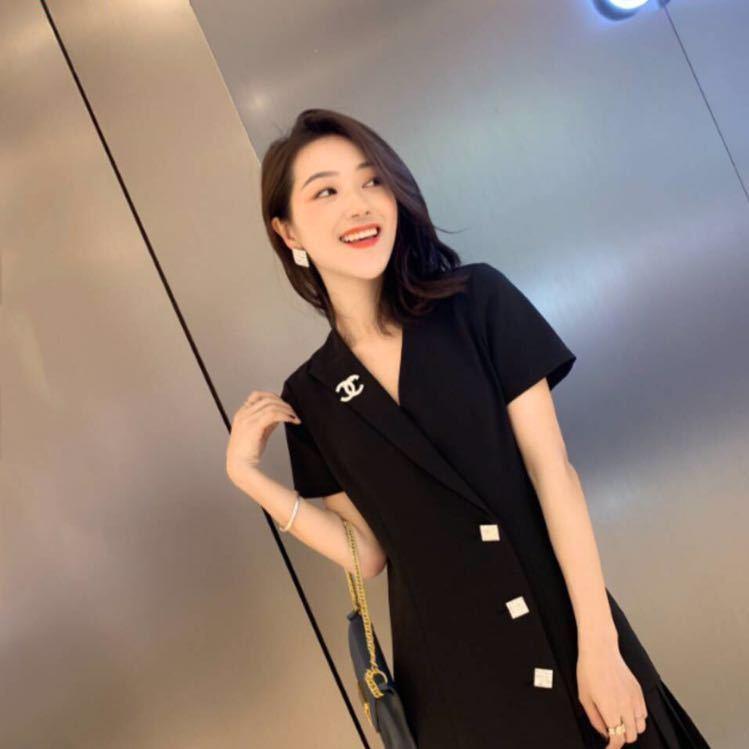 +V:xia13076339810,高端原单女装,品质有保证