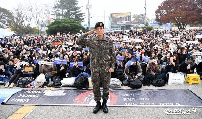千名粉丝迎接他!郑容和正式退伍宣布下月开始巡演,自爆在军中认识了更多女团插图3