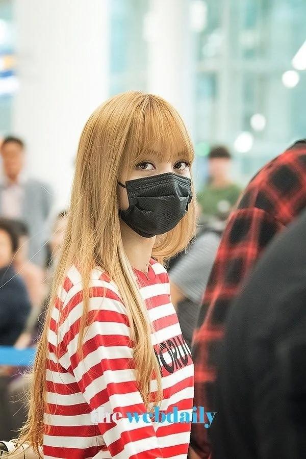 魅力无法挡!BLACKPINK成员Lisa戴上口罩依旧美丽!插图(10)