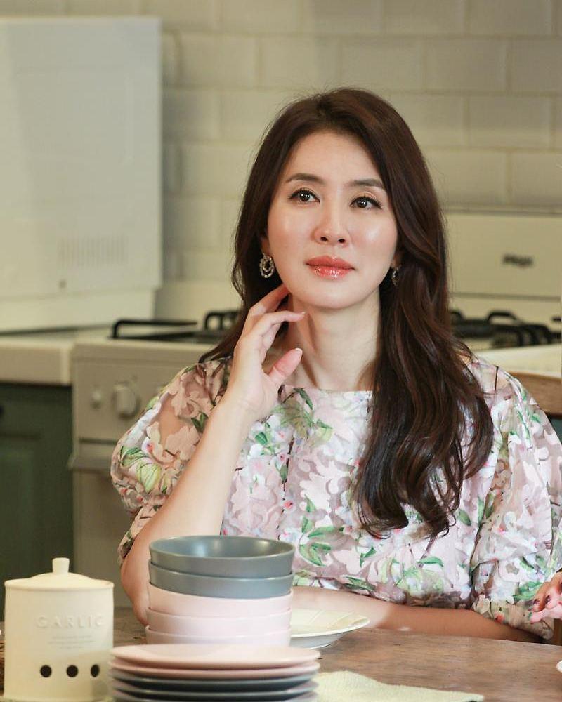 韩国冻龄美女演员当道!除了《夫妻的世界》金喜爱外还有她们!插图(15)