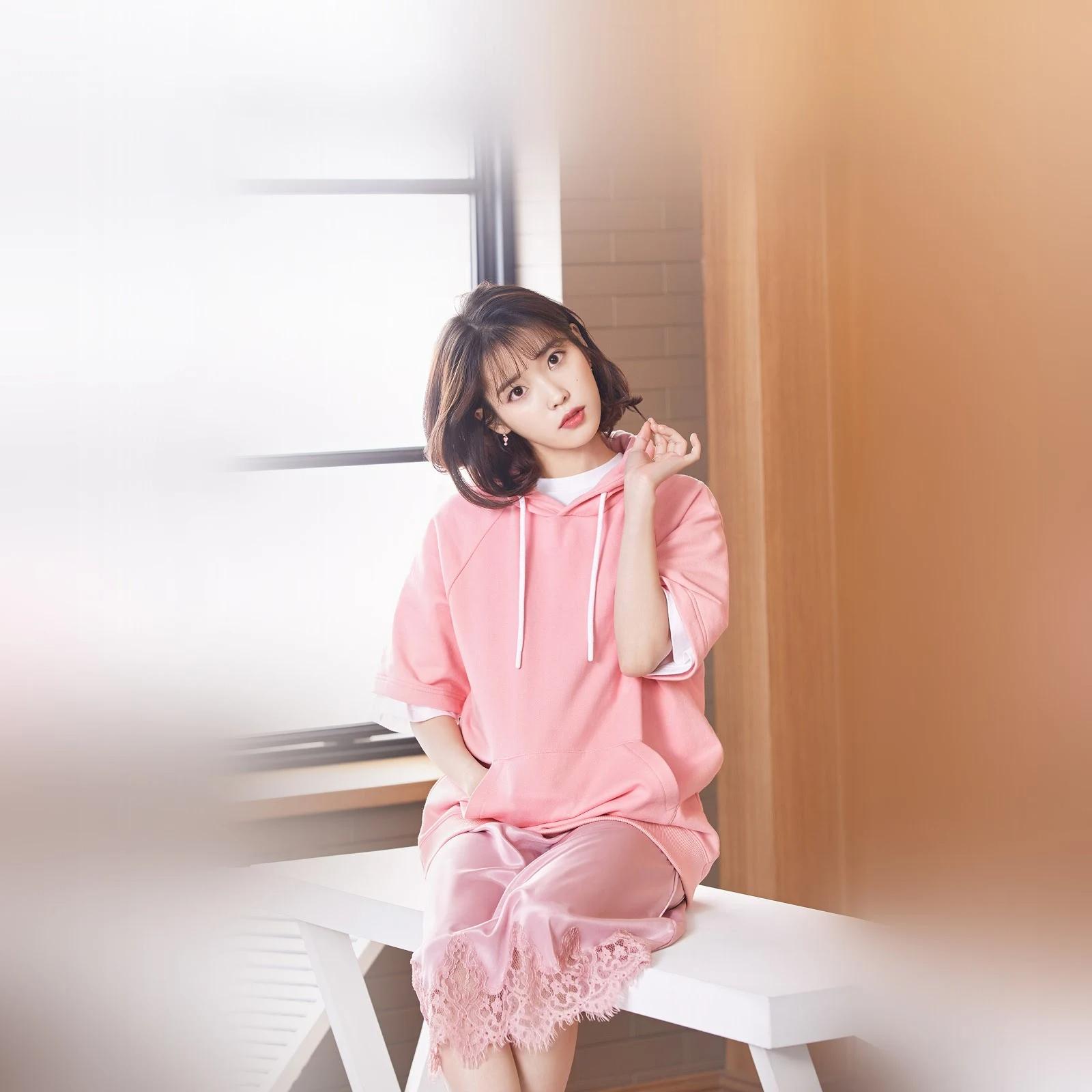 韩国当红偶像IU真是什么颜色都能驾驭啊!插图20