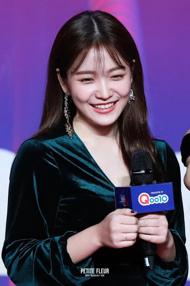 Red Velvet忙内Yeri十大最令人惊艳的红毯造型插图(22)