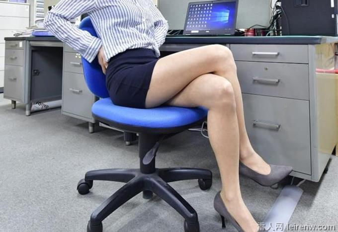 關于性格的心理測驗:「你放松時是哪一種坐姿」?雙腳擺放姿勢已經暴露了你的性格!