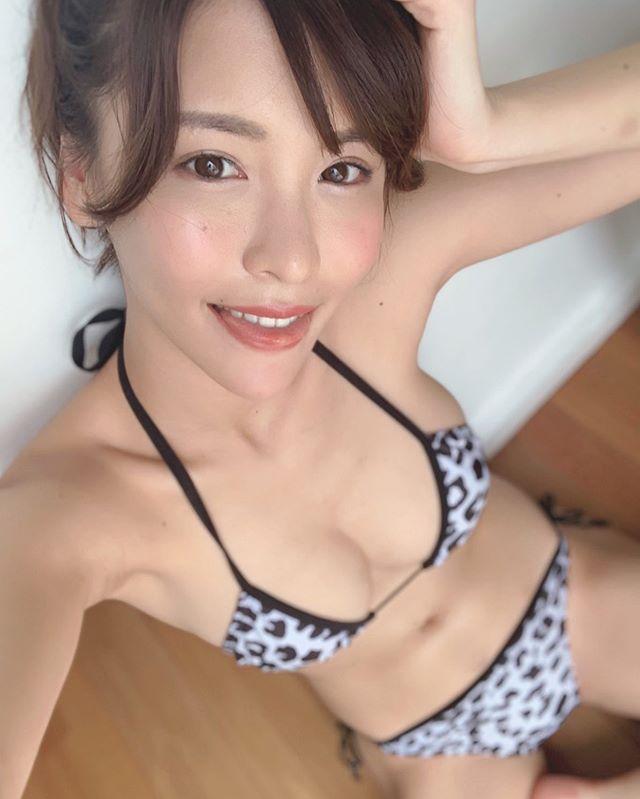 九头身日本甜姐儿奈月Sena性感比基尼美照
