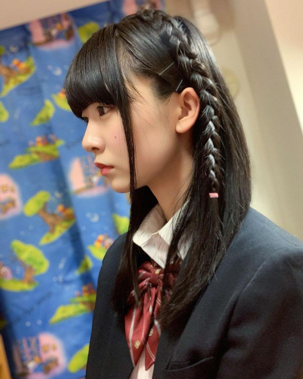 制服樱花妹「桥本美樱」低头绑马尾模样超清纯撩起的不是头发而是哥的心啊-新图包