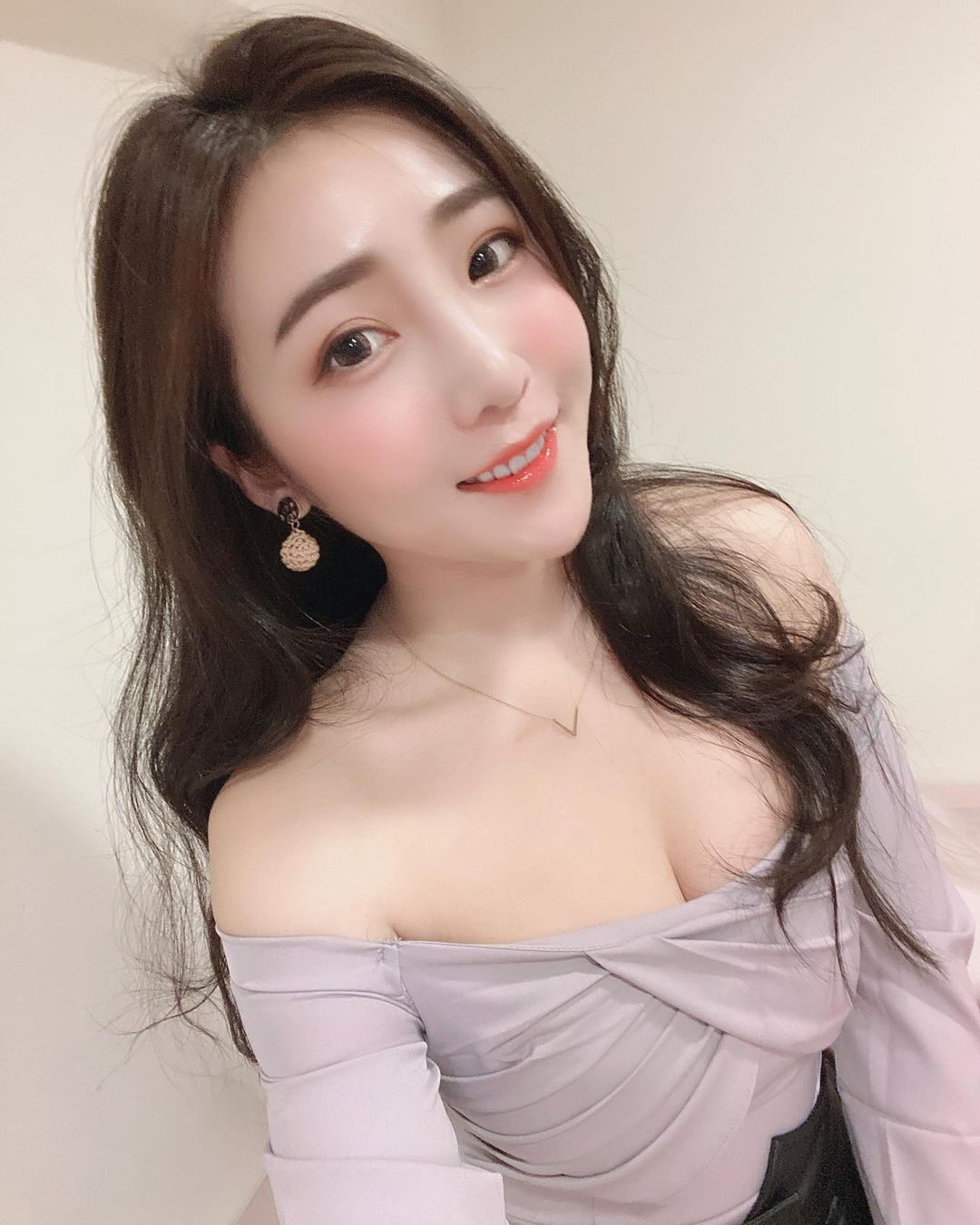 吃货美女许薇安Vivi Hsu丰满上围比拿铁还重 养眼图片 第6张
