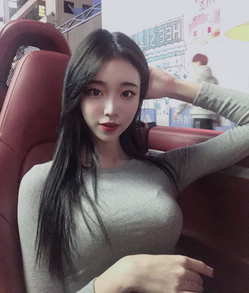 韩国美胸辣妹Yeon优质车头灯把路人都闪爆 吃瓜基地 第5张