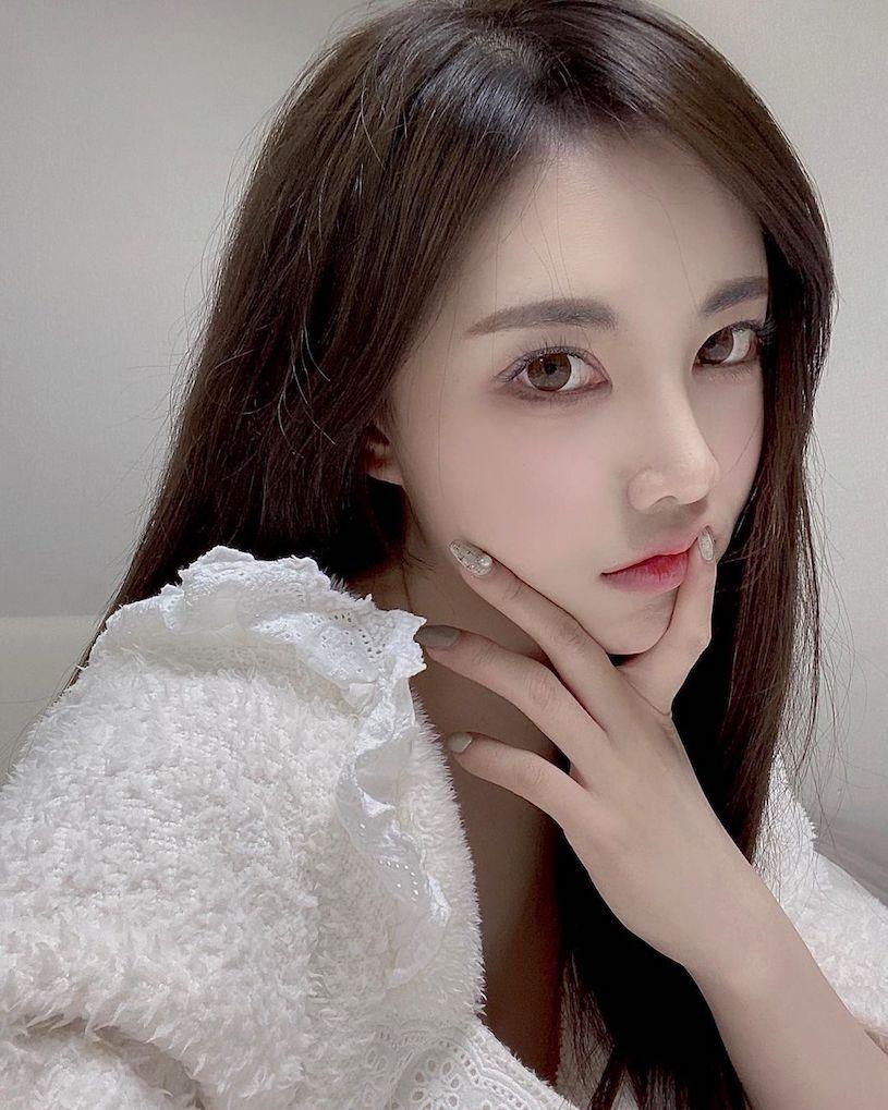 韩国高冷型美女velyn超逆天白皙美腿只能用猛来形容