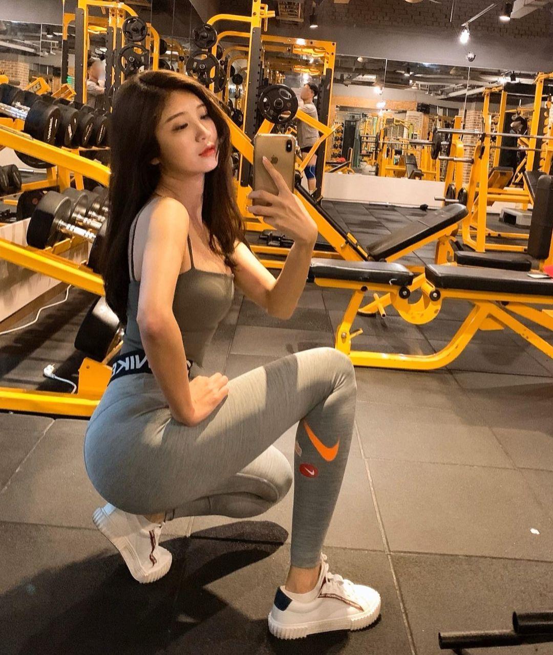 天菜皮拉提斯老师「몽쌤」贴身瑜珈裤诱惑火辣诱人「美腿曲线」整个太犯规