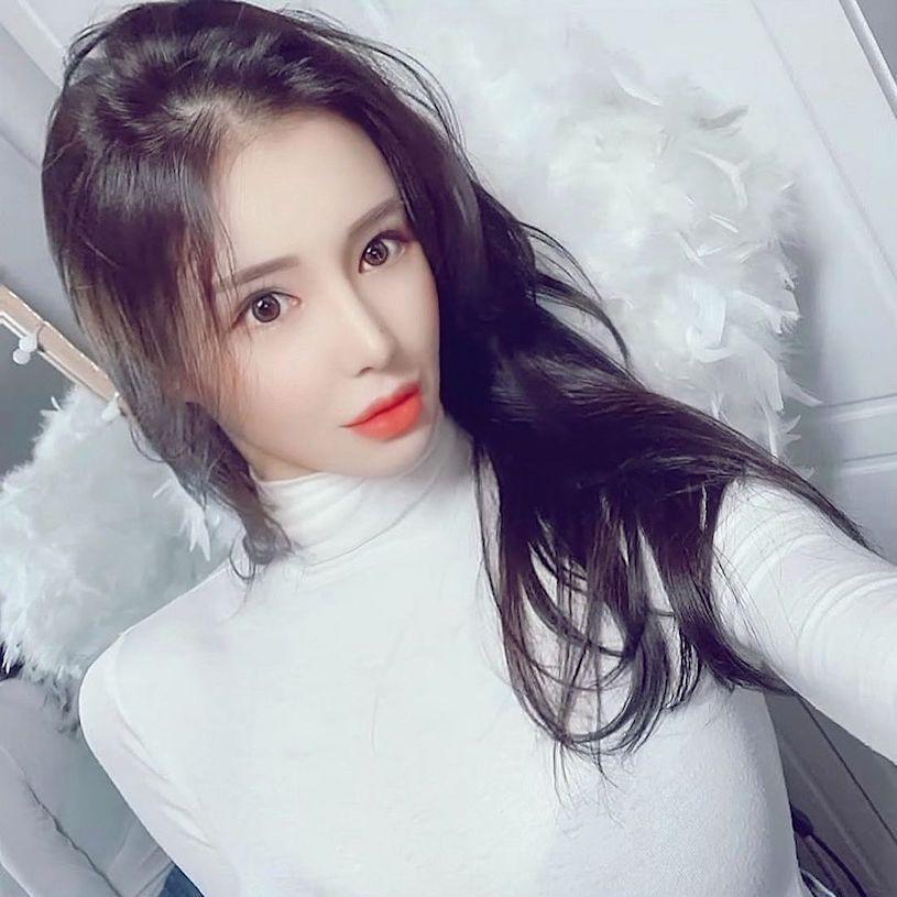 韩国美女柳智恩成熟的穿搭凸显火辣曲线身材 发现美