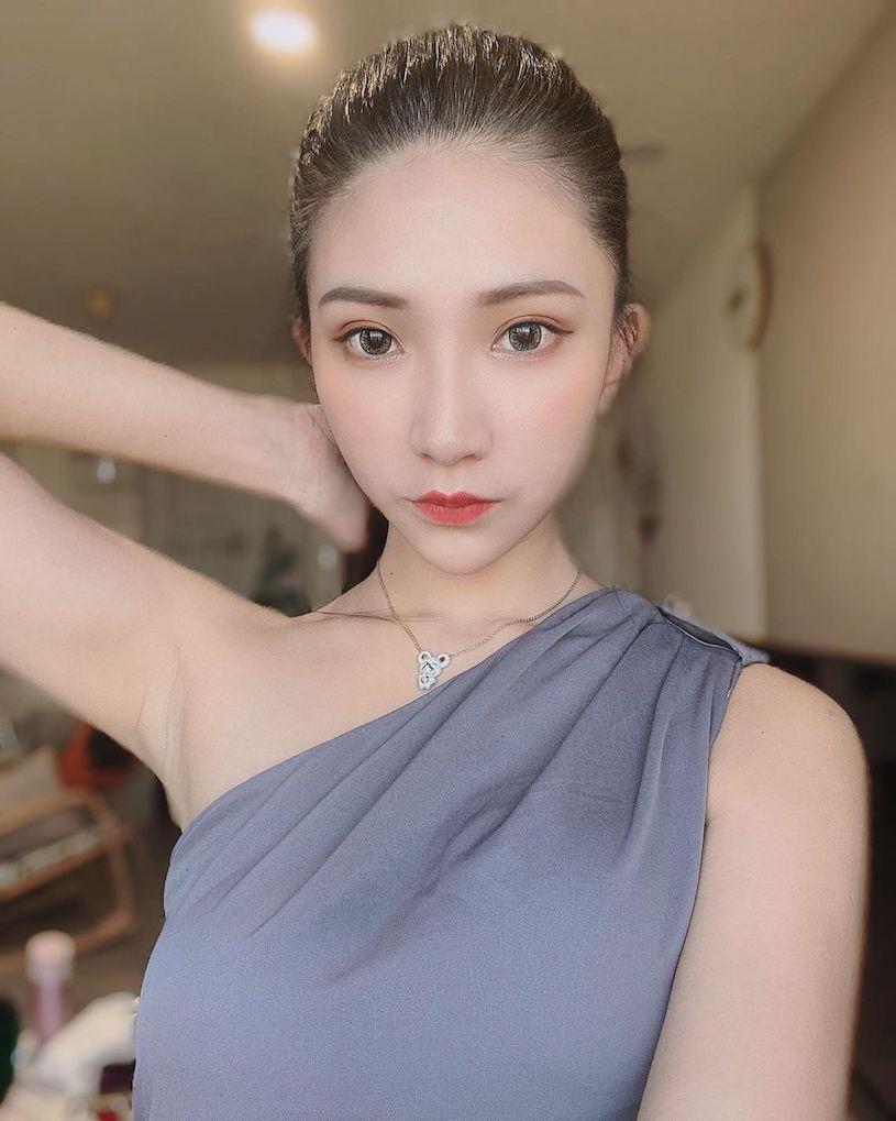 C乳妹子小暧萱发送福利,红色礼服衬托超白嫩 网络美女 第5张
