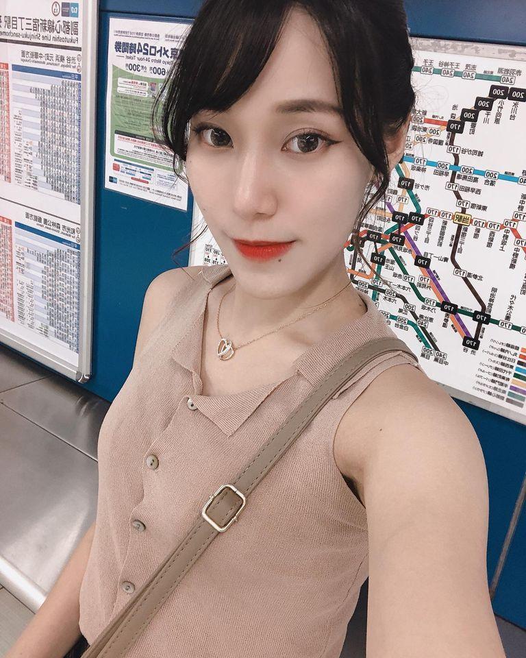 甜美Model心儿Ofelia白皙美腿+浑圆酥胸 网络美女 第4张