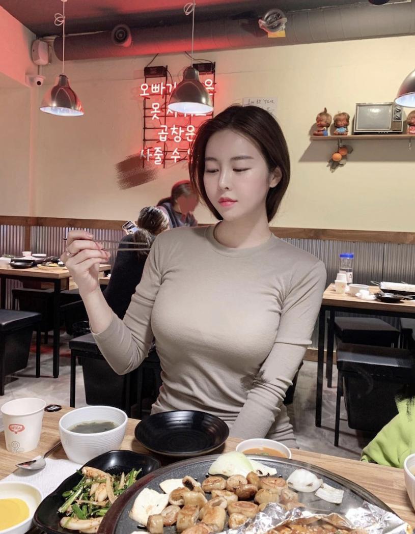 韩国网红美女from_ayla丰满的身材停车场美照 男人文娱 热图4