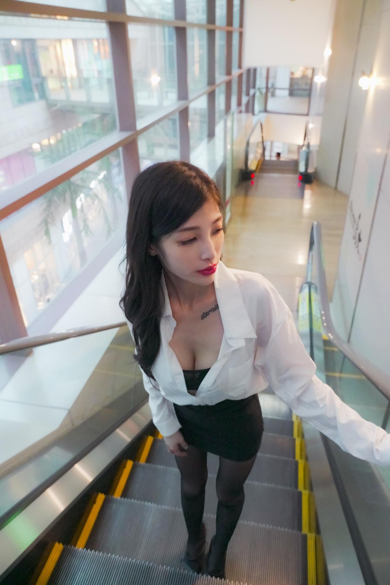 大直美丽华「超辣OL」黑丝美腿有够养眼!-新图包