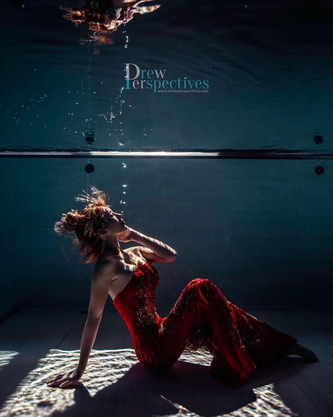 潜水教练「柔e」人鱼公主姿态好优雅,不是在水中就是在前往水中的路上-新图包