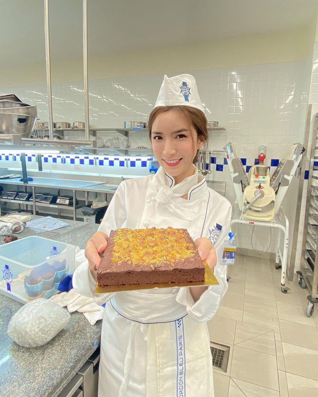 泰国正妹「Jarinporn Boonrit」,娶到她爱情面包也可兼得!