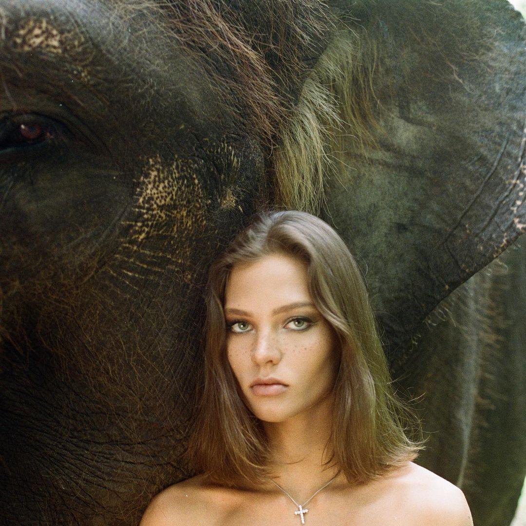 美女全裸骑大象惹议?名模《Alesya Kafelnikova》表示爱自然是天性. 养眼图片 第8张