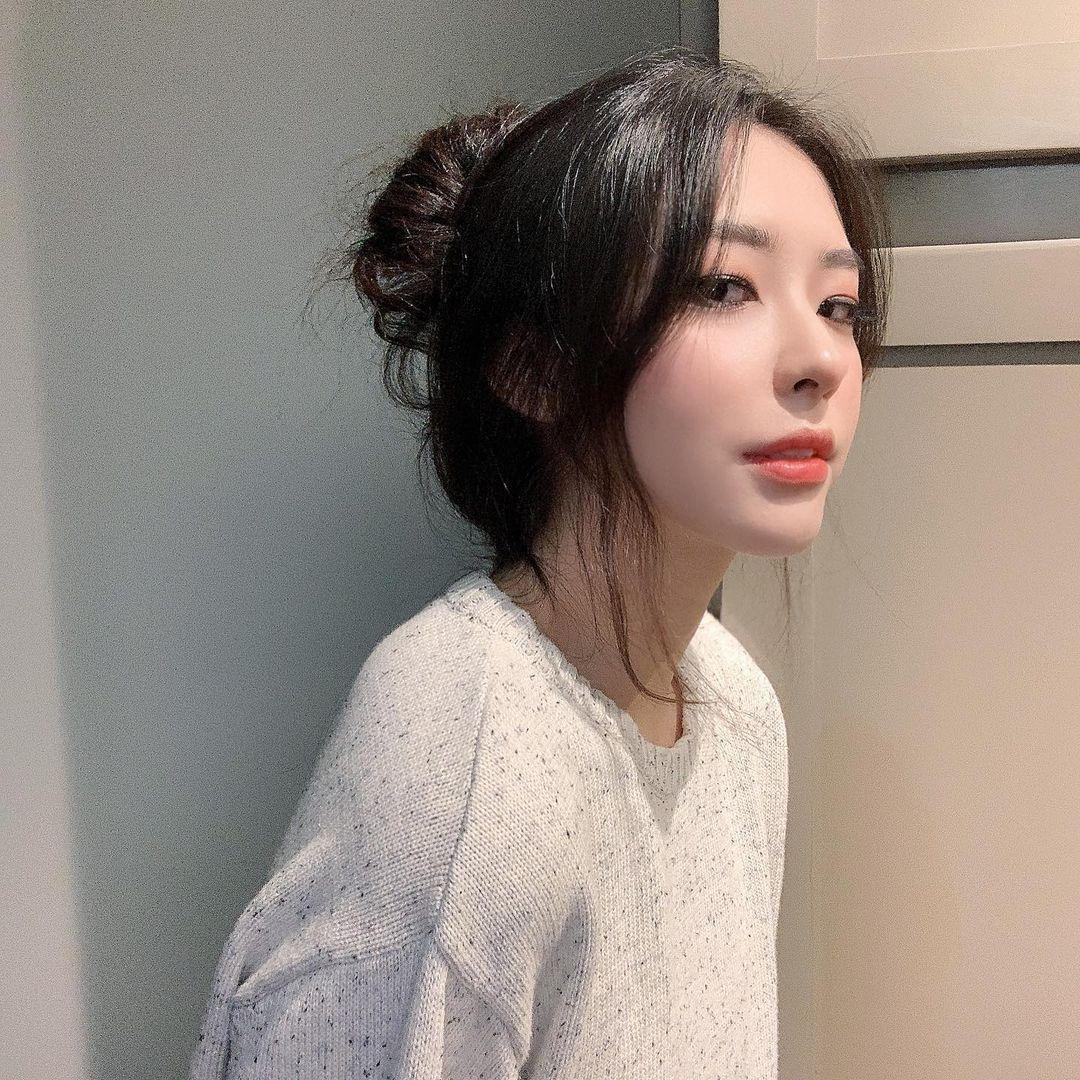 气质美艳大姐姐「Arisu」飘逸长发散发浪漫气质一个不小心彻底就沦陷-新图包