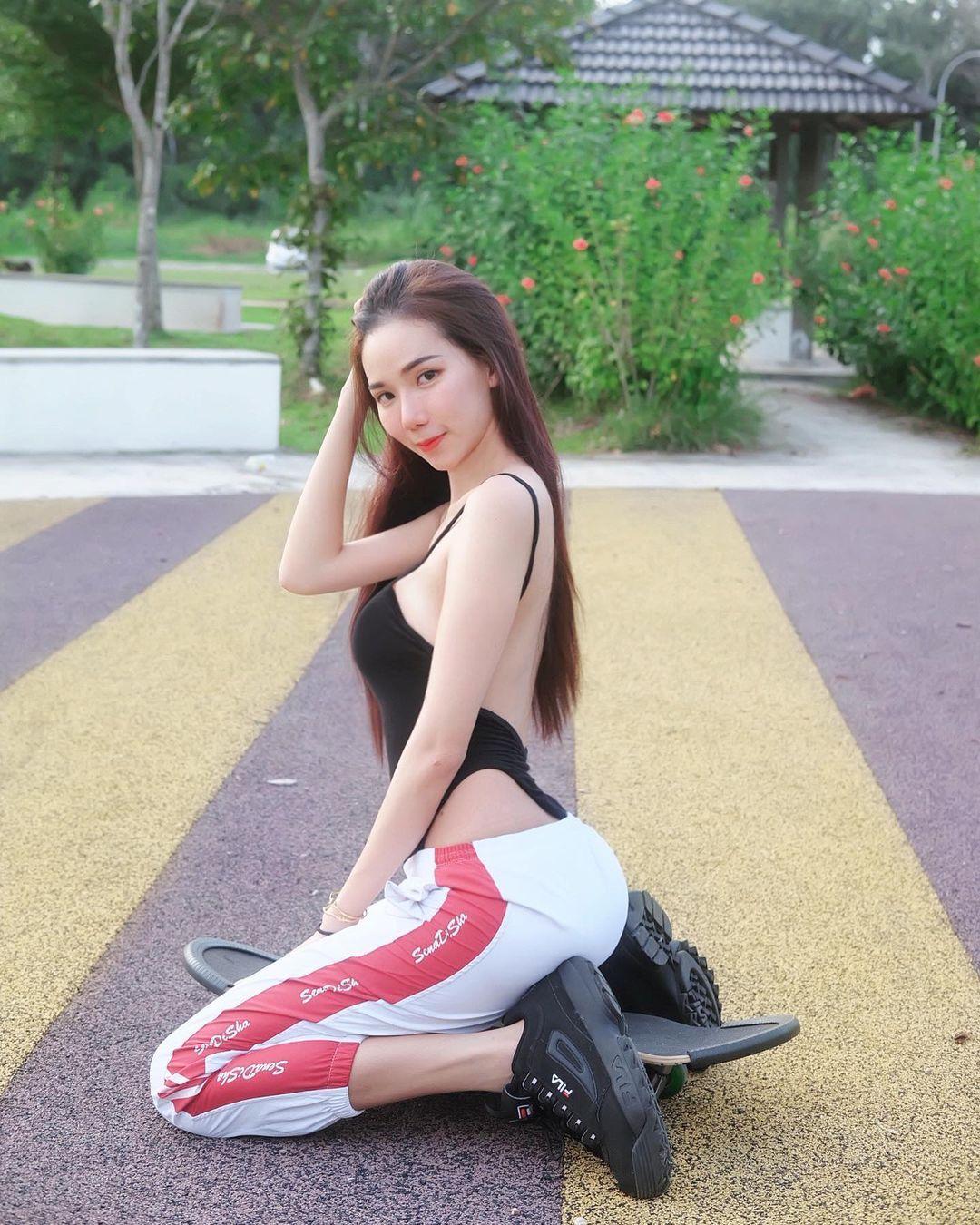 甜美系「高颜值女孩」散发满满电力!完美身材展现超迷人曲线-新图包