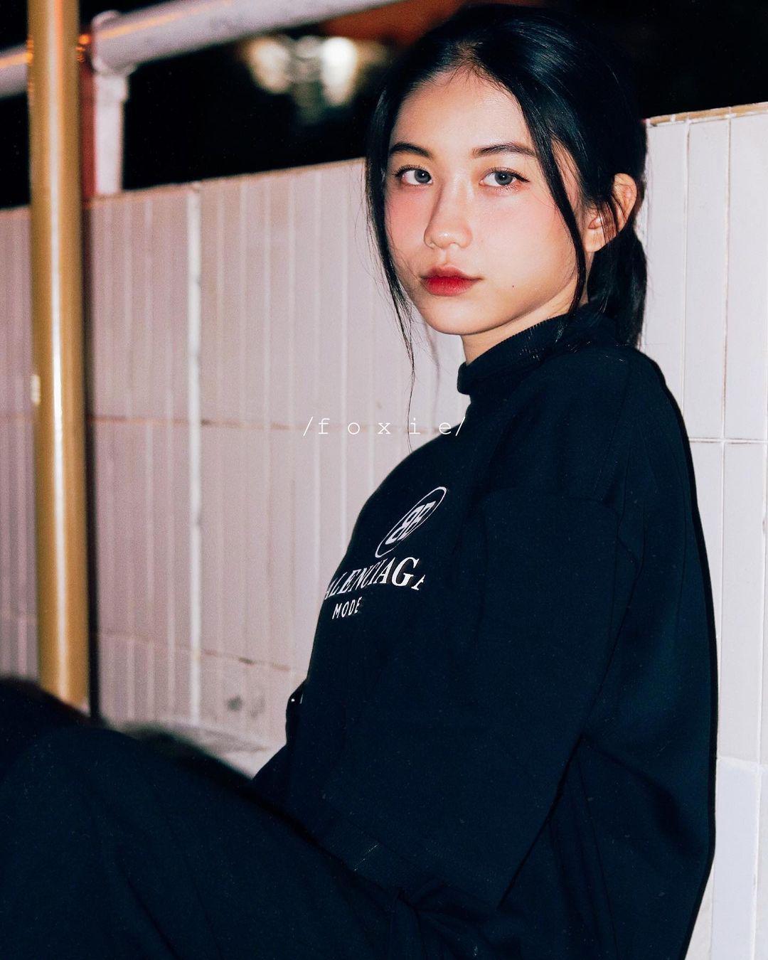 天菜越南妹「Kim Anh」迷蒙眼神仿佛随时在放电空灵气质更是无比疗愈人心 养眼图片 第5张