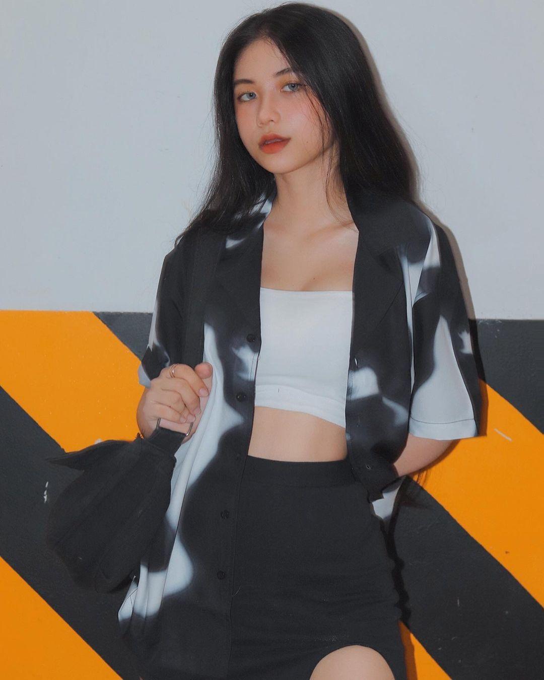 天菜越南妹「Kim Anh」迷蒙眼神仿佛随时在放电空灵气质更是无比疗愈人心 养眼图片 第23张