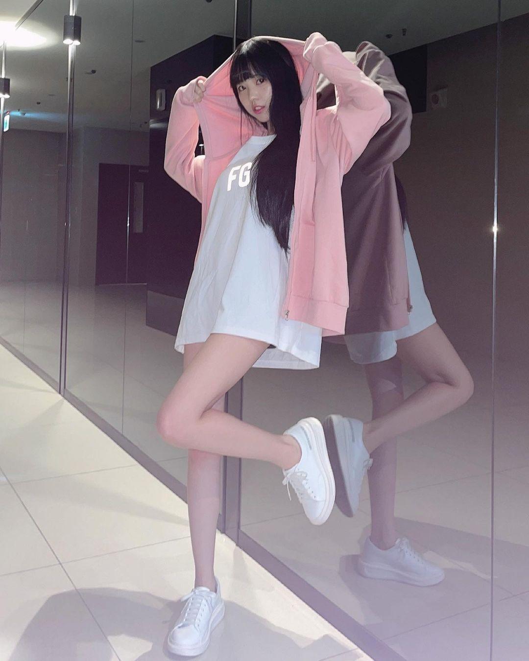 清新可爱的「软萌系美女」赵兔兔,性感旗袍小露,粉丝看到受不了. 养眼图片 第24张