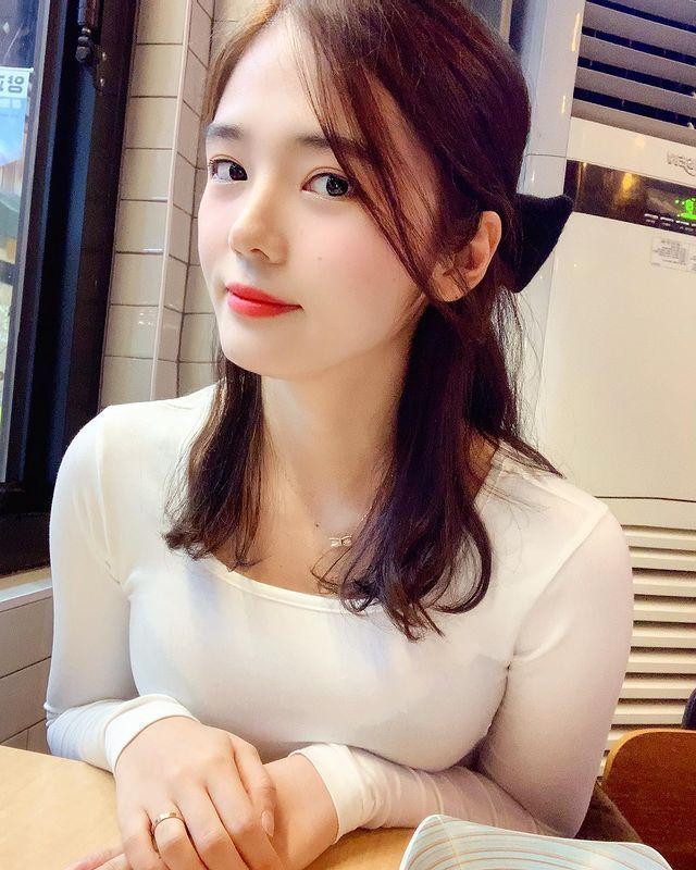 南韩清纯美女护士유 주 (Yuju)让人有一种初恋的感觉