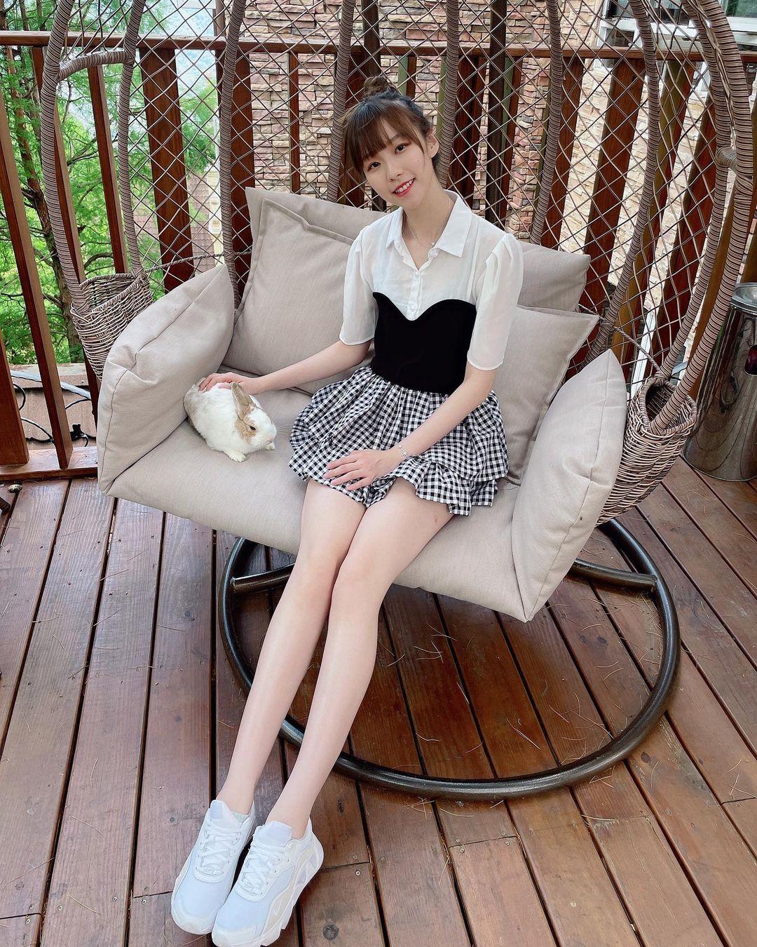 清纯可人的「萌系正妹」金渲mik,修长美腿超让人恋爱!笑容更是甜上加甜!-新图包