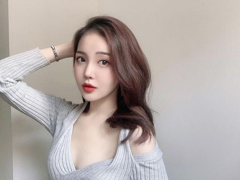 韩国丰唇正妹 인 림 「美肌好白嫩」,露香肩的辣照太勾人了~-新图包