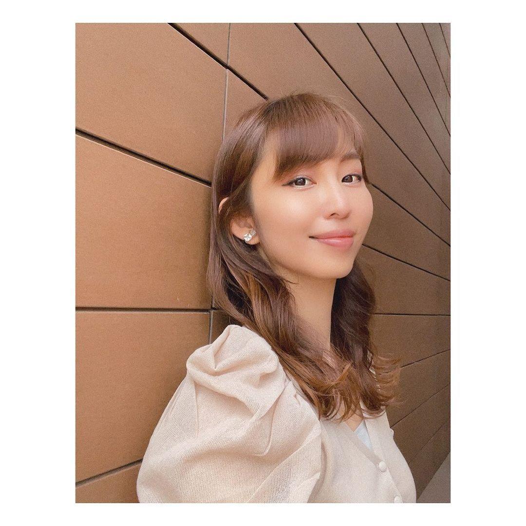 东北第一女主播塩地美澄微笑抿嘴魅惑表情 养眼图片 第5张