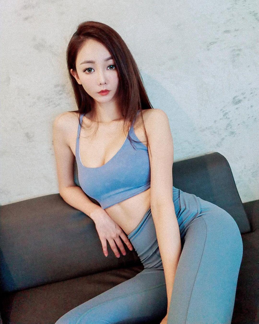 没器材也可以健身!阳光系美人「杨杨」练出一身窈窕曲线超圈粉-新图包