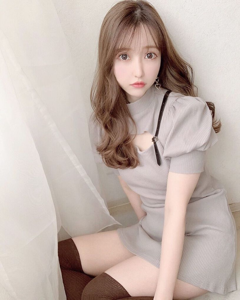 甜美日本女孩yuunaa白皙曲线好勾人,稚嫩脸蛋让人好爱!-新图包