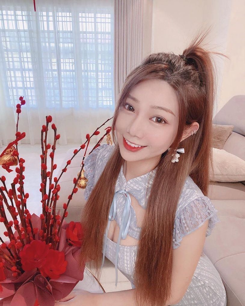 Stephy Loke陆婉琳甜美颜值让人心动,穿粉洋装画面甜蜜蜜!-新图包