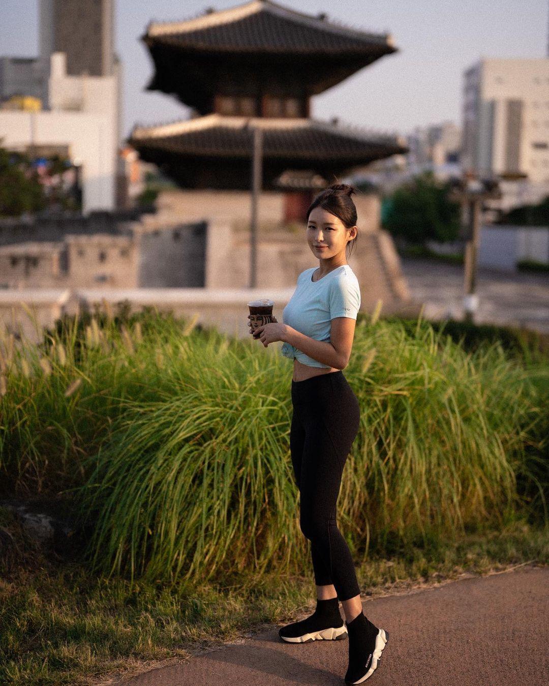 韩国高尔夫正妹Becky 狂吸 33 万粉丝好身材更让人心动 养眼图片 第19张