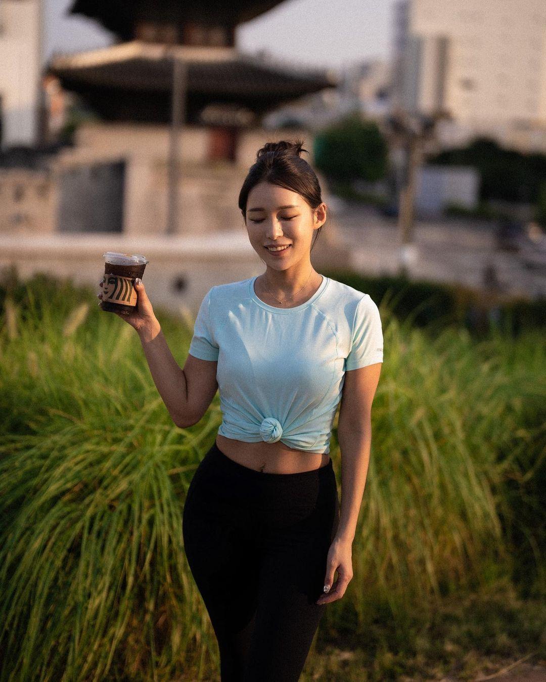 韩国高尔夫正妹Becky 狂吸 33 万粉丝好身材更让人心动 养眼图片 第22张