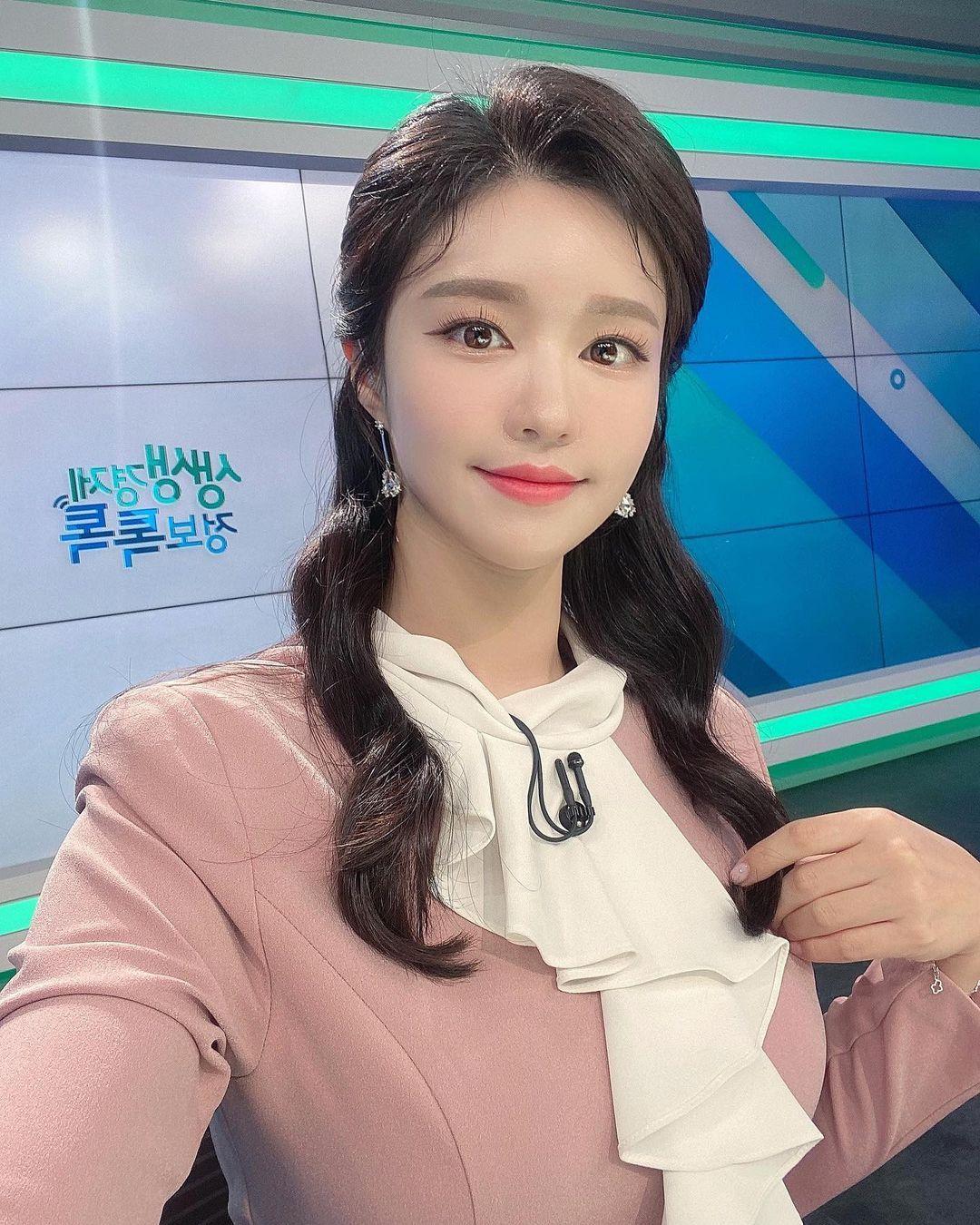 韩国美女主播「尹浩延」爱打高尔夫.球衣衬托超吸睛 养眼图片 第28张