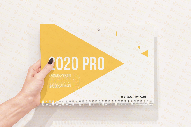 VI设计 | 手持墙挂黄色日历PSD样机