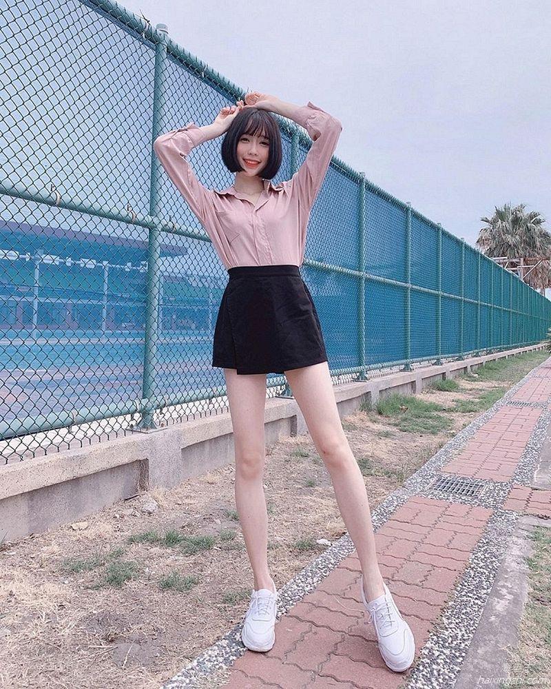 刘芳岑,前凸后翘大长腿 _17