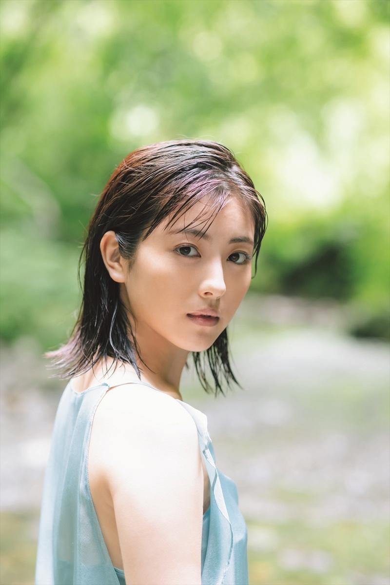 《滨边美波写真集20》10月27日发售 《月刊旅色》爱犬首次亮相  高清套图 第2张