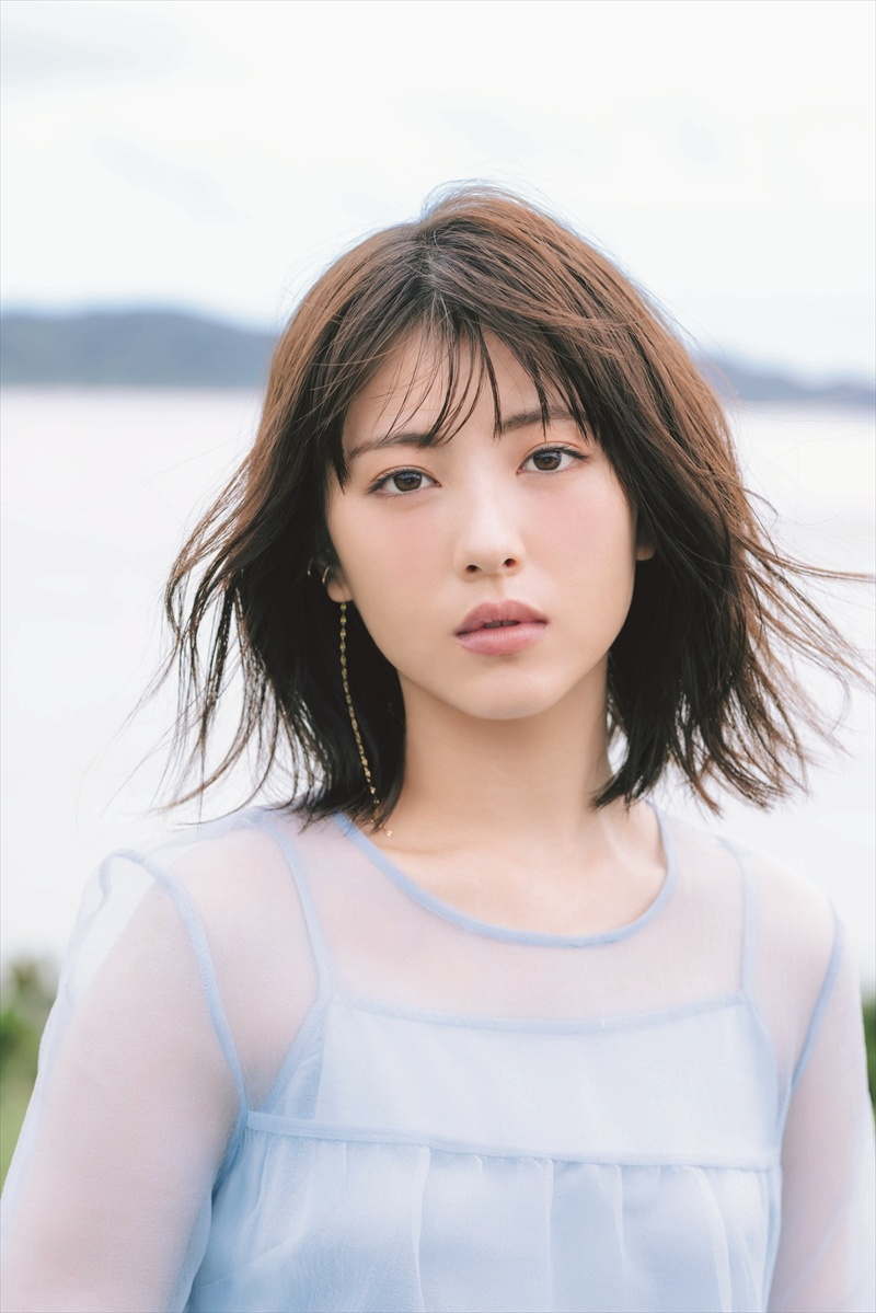 《滨边美波写真集20》10月27日发售 《月刊旅色》爱犬首次亮相  高清套图 第4张