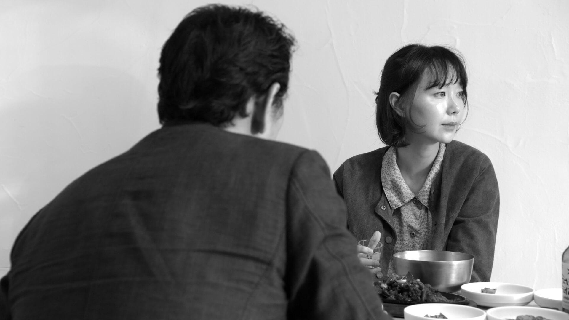 电影《草叶咖啡馆》通过细腻动作和淡淡语言来深刻表现人物情绪 (2)