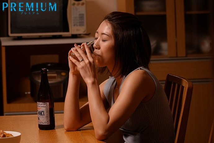 PRED-329时常被欺负侮辱的竹内有纪叫来闺蜜报复喝醉的坏老板 (7)