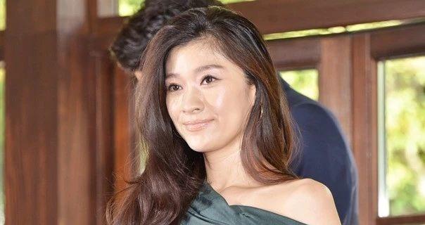 筱原凉子和市村正亲离婚之后孩子的抚养权交给男方而被大家吐槽 (8)