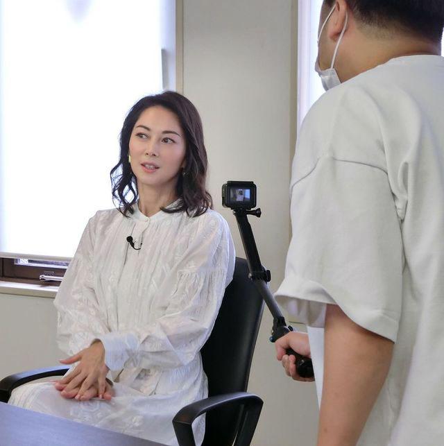 嫁入豪门的不老女神伊东美咲间隔12年之后再次回到大家的视线中 (2)