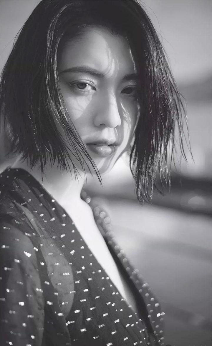 三吉彩花突破极限尺度大胆拍摄性感中空写真作品 (34)