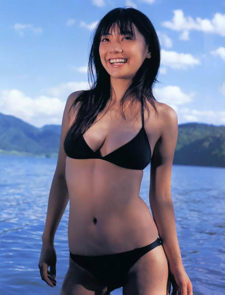 仓科加奈再战时尚封面写真作品对比16年前的青春无敌性感 (9)