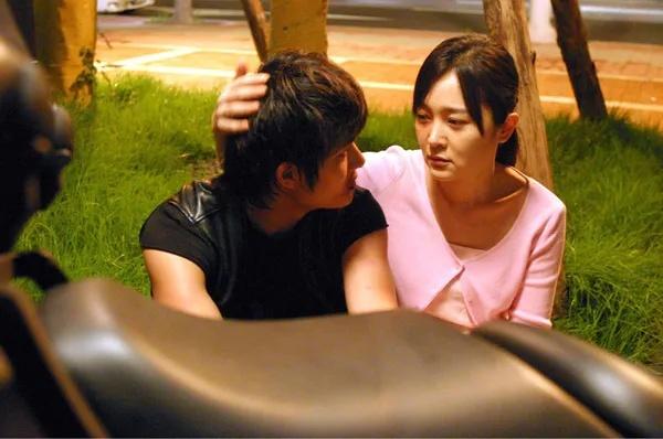 韩国剧情电影《空房间》一部诡异迷幻又十分唯美温情的电影 (8)